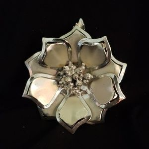 Jewelry - Vintage Silver Flower Brooch